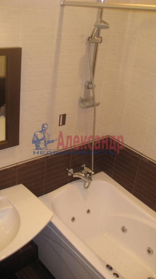 2-комнатная квартира (70м2) в аренду по адресу Мытнинская ул., 2— фото 10 из 12