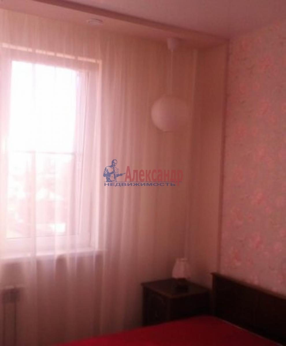 2-комнатная квартира (70м2) в аренду по адресу Ветеранов пр., 75— фото 3 из 5