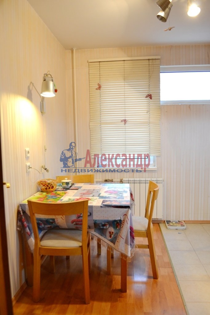 2-комнатная квартира (58м2) в аренду по адресу Турбинная ул., 35— фото 3 из 12