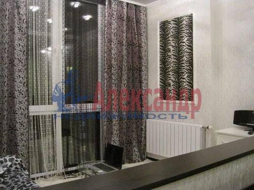 2-комнатная квартира (60м2) в аренду по адресу Шелгунова ул., 9— фото 2 из 7