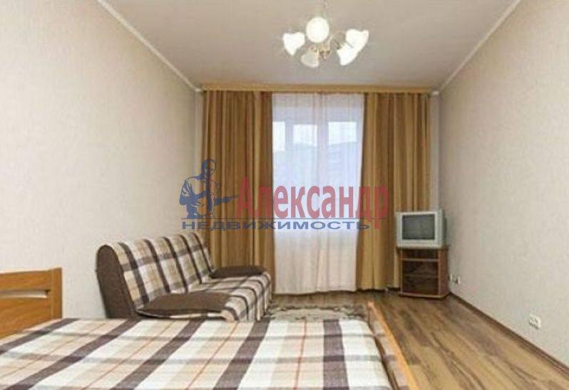 1-комнатная квартира (39м2) в аренду по адресу Новоизмайловский просп., 4— фото 2 из 3