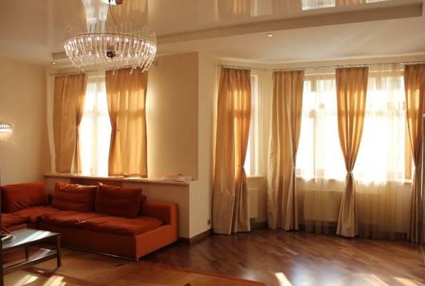 3-комнатная квартира (85м2) в аренду по адресу Бухарестская ул., 110— фото 1 из 4