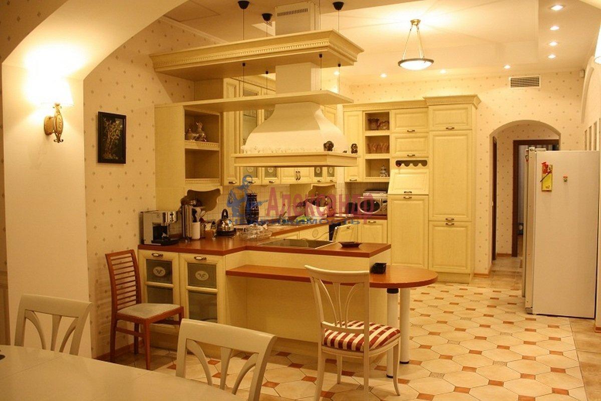 5-комнатная квартира (165м2) в аренду по адресу Большая Московская ул., 14— фото 2 из 12