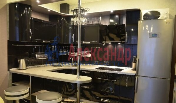 1-комнатная квартира (40м2) в аренду по адресу Учительская ул., 18— фото 1 из 3