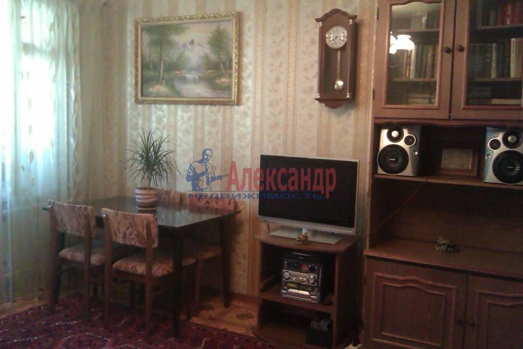 3-комнатная квартира (65м2) в аренду по адресу Большевиков пр., 9— фото 1 из 10