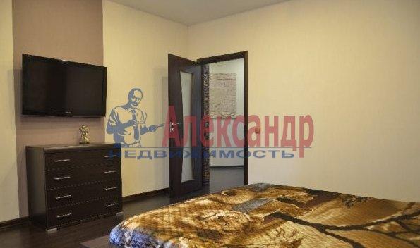 1-комнатная квартира (40м2) в аренду по адресу Учительская ул., 18— фото 2 из 3