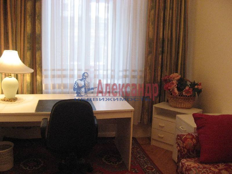 3-комнатная квартира (70м2) в аренду по адресу Рубинштейна ул., 3— фото 6 из 12