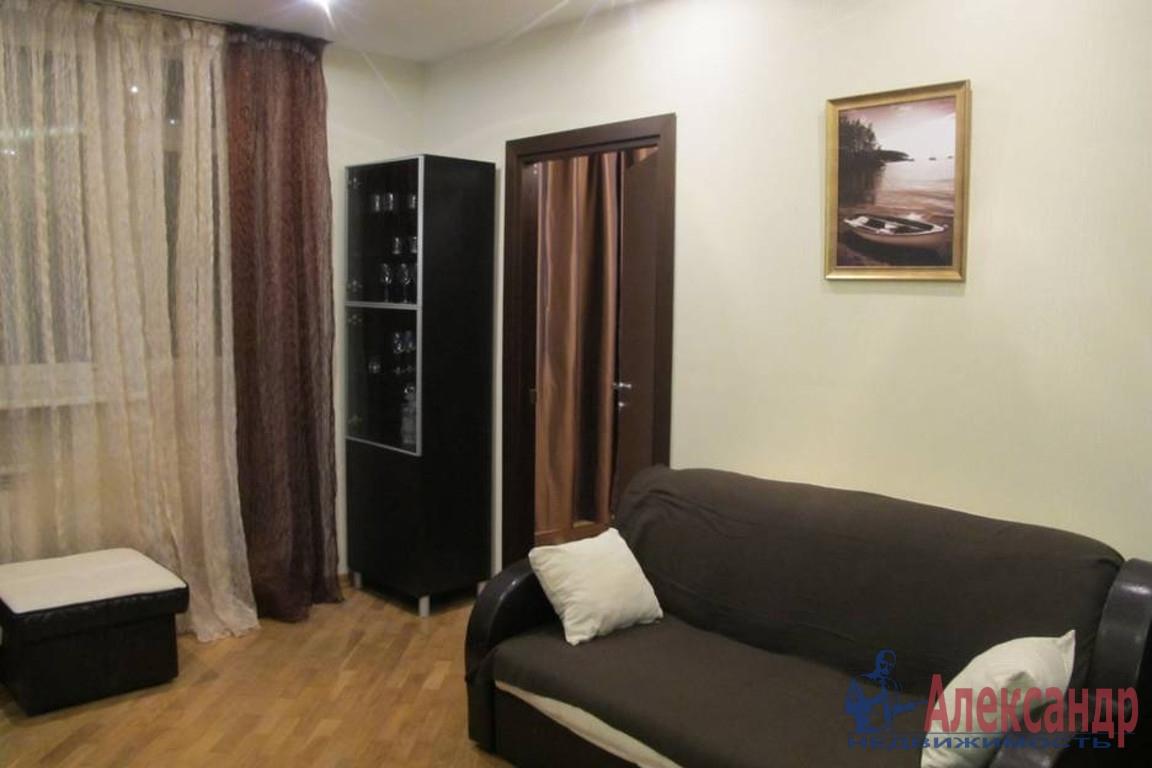 1-комнатная квартира (35м2) в аренду по адресу Нахимова ул., 3— фото 1 из 2