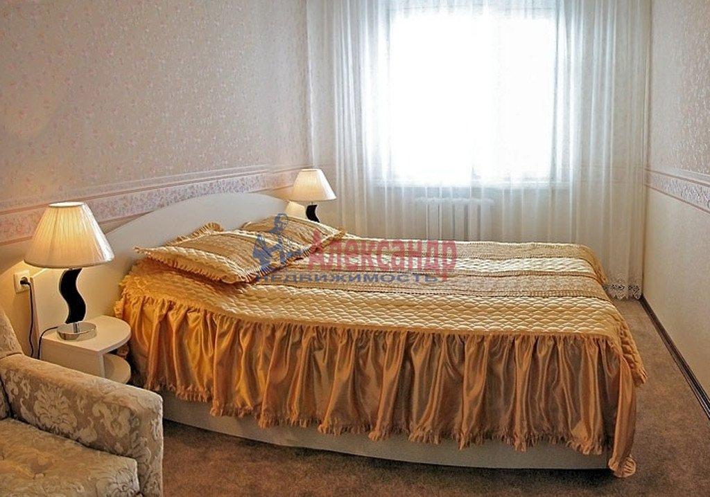 2-комнатная квартира (65м2) в аренду по адресу Садовая ул., 32— фото 2 из 4