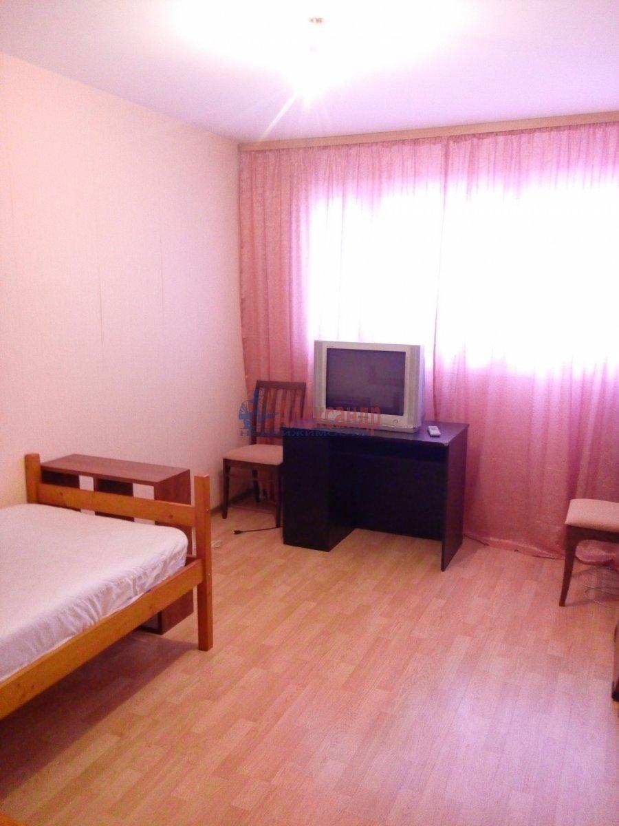 Комната в 3-комнатной квартире (35м2) в аренду по адресу Мгинская ул., 9— фото 1 из 6