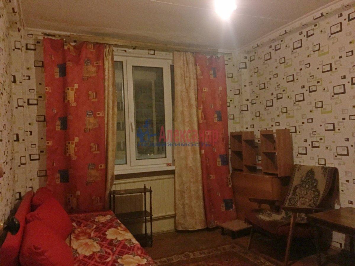 2-комнатная квартира (47м2) в аренду по адресу Шелгунова ул., 8— фото 2 из 9