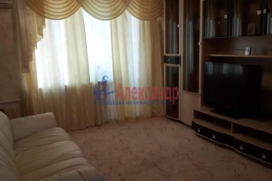 1-комнатная квартира (43м2) в аренду по адресу Учительская ул., 18— фото 2 из 4