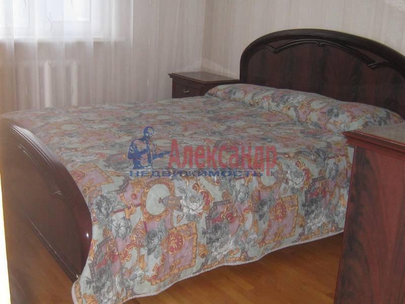 3-комнатная квартира (65м2) в аренду по адресу Кораблестроителей ул., 46— фото 6 из 8