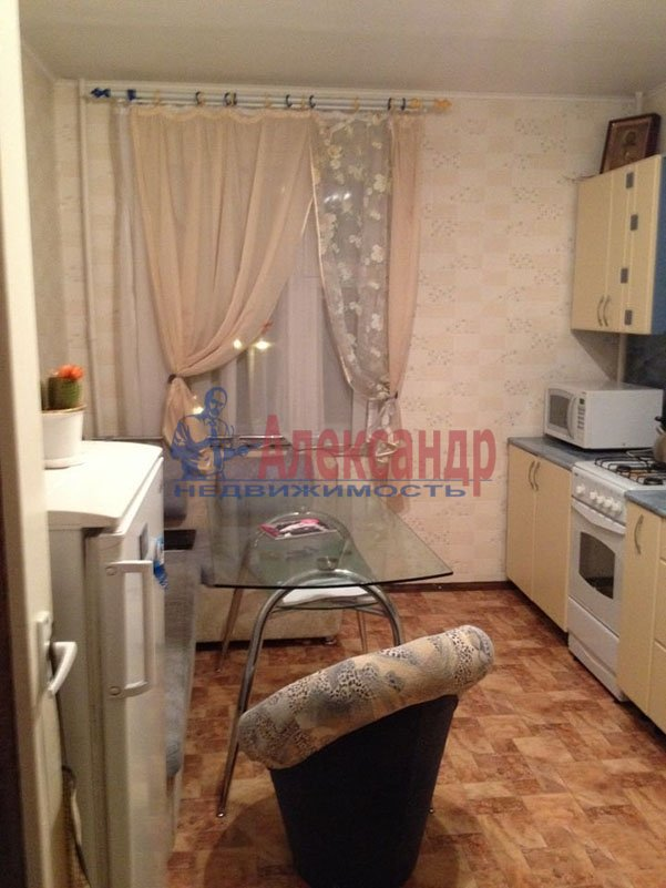 1-комнатная квартира (41м2) в аренду по адресу Обуховской Обороны пр., 221— фото 2 из 4