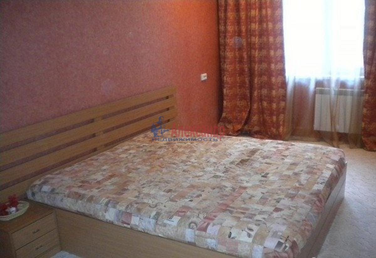 Комната в 2-комнатной квартире (48м2) в аренду по адресу Стачек пр., 75— фото 1 из 4
