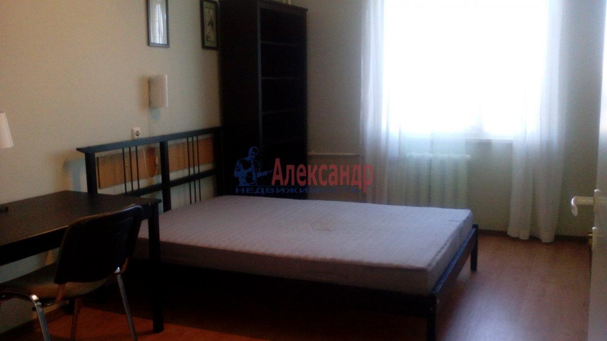 3-комнатная квартира (95м2) в аренду по адресу Большевиков пр., 22— фото 2 из 12