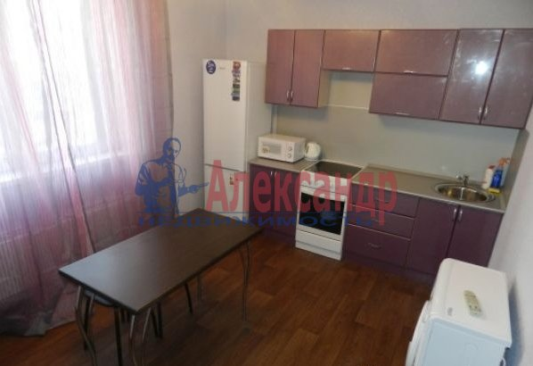 1-комнатная квартира (38м2) в аренду по адресу Пулковская ул., 8— фото 1 из 3