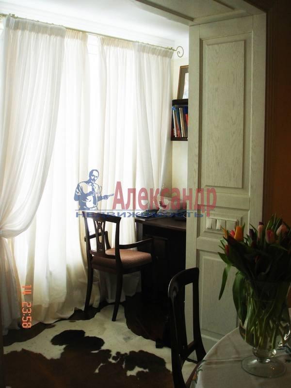 2-комнатная квартира (71м2) в аренду по адресу Морская наб., 21— фото 2 из 6