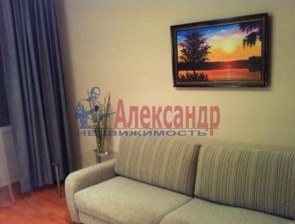 2-комнатная квартира (62м2) в аренду по адресу Глухарская ул., 5— фото 2 из 8