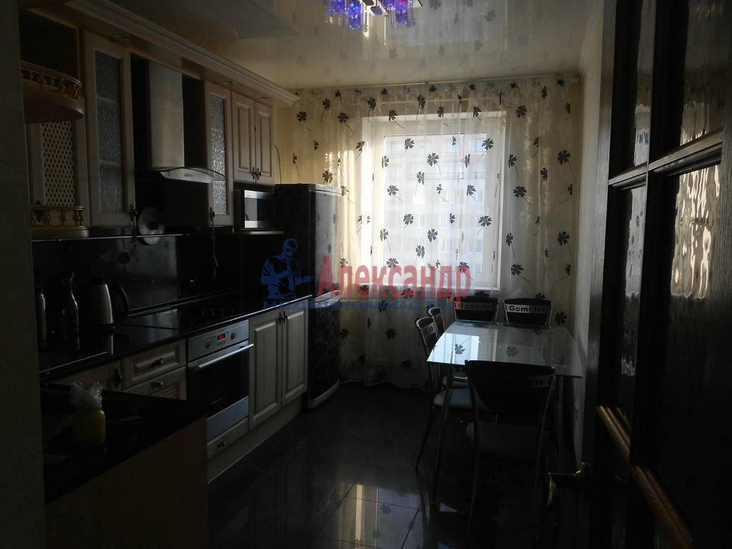 2-комнатная квартира (56м2) в аренду по адресу Кораблестроителей ул., 36— фото 2 из 8