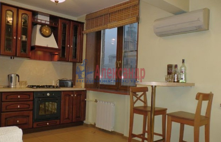 1-комнатная квартира (42м2) в аренду по адресу Ропшинская ул., 5— фото 1 из 4