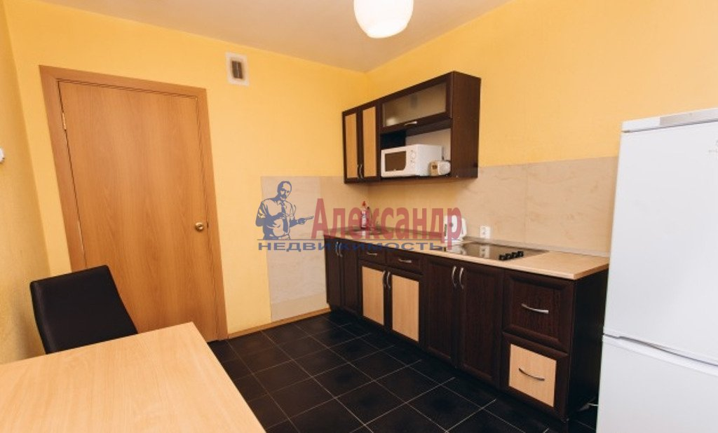 1-комнатная квартира (47м2) в аренду по адресу Бутлерова ул., 11— фото 3 из 3