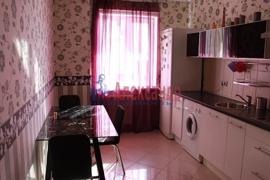 1-комнатная квартира (41м2) в аренду по адресу Белы Куна ул., 1— фото 7 из 8