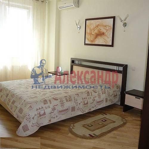 2-комнатная квартира (70м2) в аренду по адресу Новаторов бул., 67— фото 1 из 6