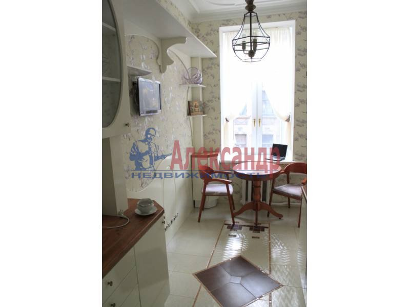 3-комнатная квартира (80м2) в аренду по адресу 6 Красноармейская ул., 12— фото 3 из 9