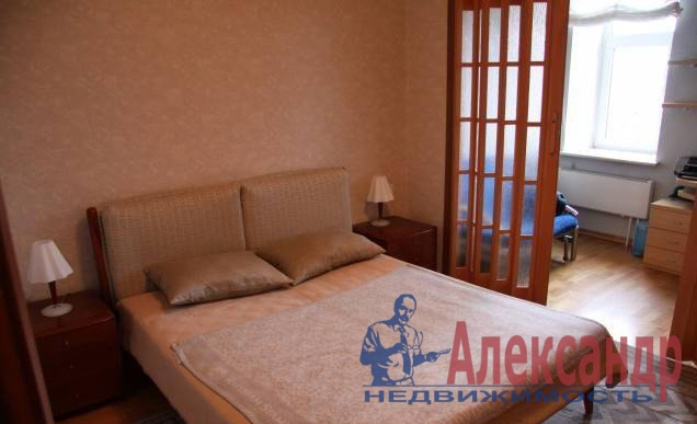 2-комнатная квартира (73м2) в аренду по адресу Новаторов бул., 8— фото 3 из 5