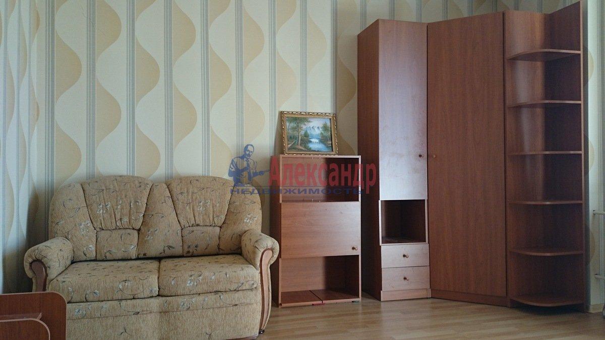 1-комнатная квартира (52м2) в аренду по адресу Малоохтинский пр., 16— фото 1 из 8