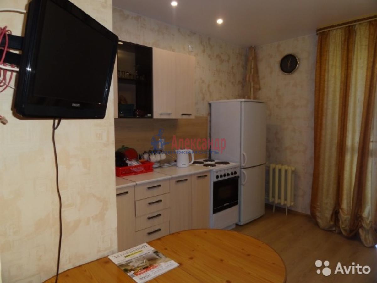 1-комнатная квартира (45м2) в аренду по адресу Галстяна ул., 1— фото 2 из 3