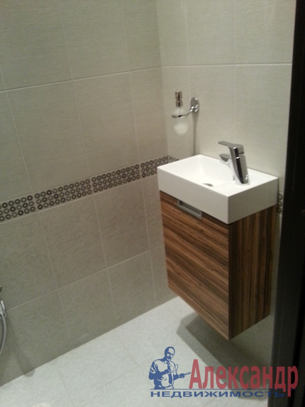 3-комнатная квартира (90м2) в аренду по адресу Петергофское шос., 57— фото 2 из 10
