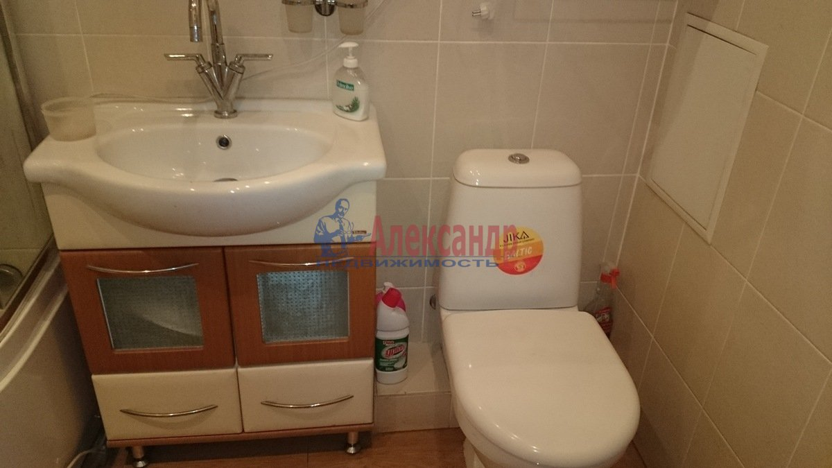 1-комнатная квартира (52м2) в аренду по адресу Малоохтинский пр., 16— фото 5 из 8