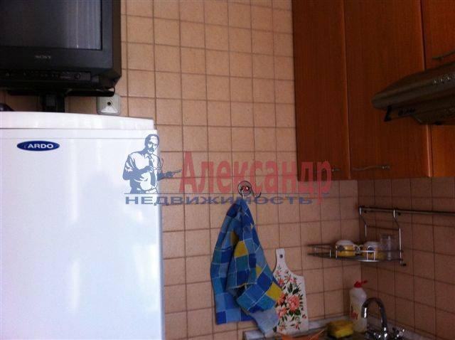 2-комнатная квартира (50м2) в аренду по адресу Передовиков ул., 11— фото 5 из 9