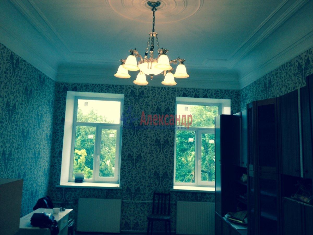 3-комнатная квартира (76м2) в аренду по адресу Кавалергардская ул., 3— фото 2 из 9