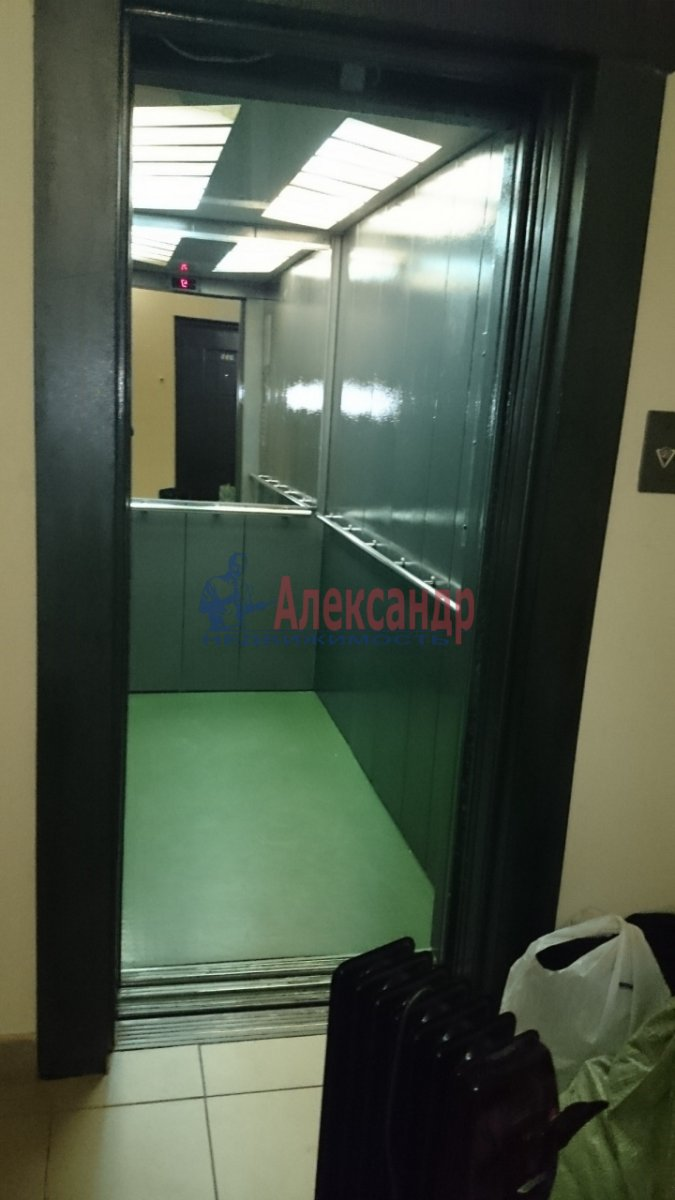 1-комнатная квартира (52м2) в аренду по адресу Малоохтинский пр., 16— фото 6 из 8