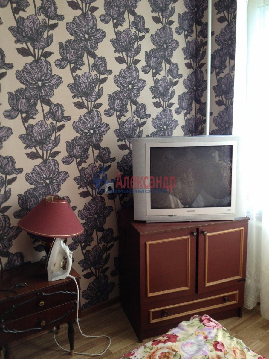 Комната в 2-комнатной квартире (49м2) в аренду по адресу Крыленко ул., 19— фото 1 из 9