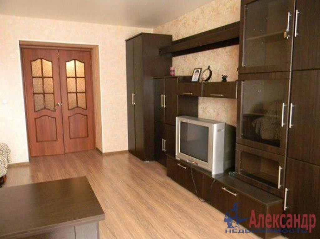 2-комнатная квартира (55м2) в аренду по адресу Наличная ул., 3— фото 1 из 4