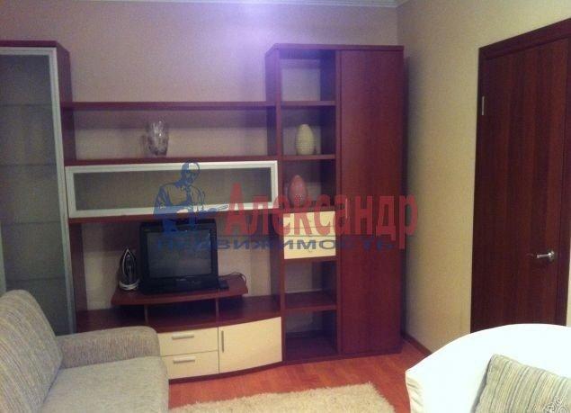 2-комнатная квартира (62м2) в аренду по адресу Глухарская ул., 5— фото 5 из 8