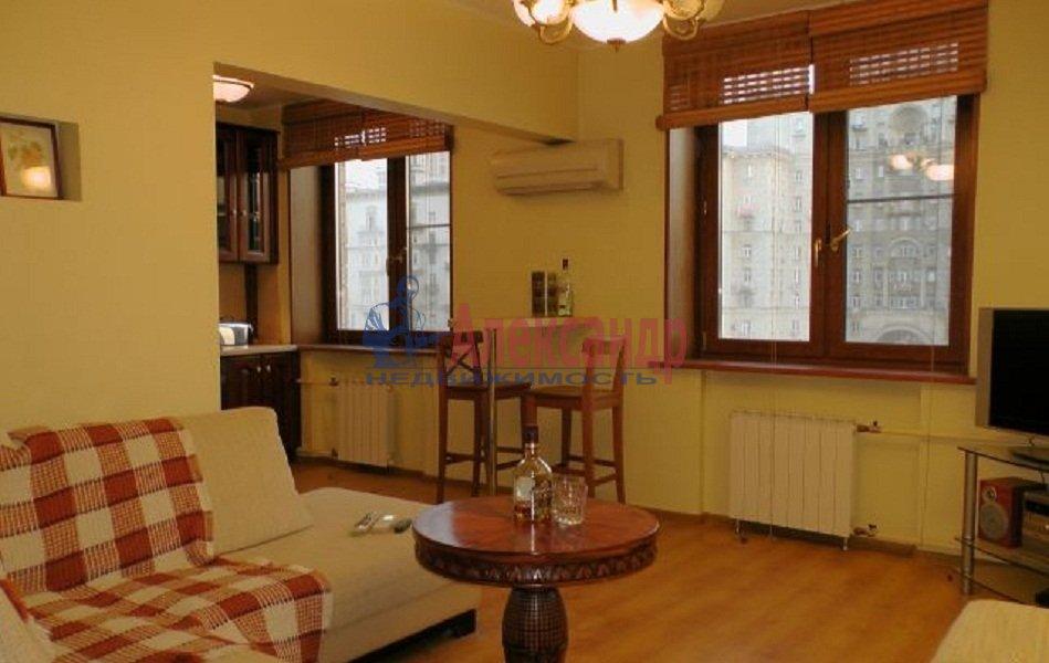 1-комнатная квартира (42м2) в аренду по адресу Ропшинская ул., 5— фото 2 из 4