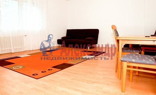 2-комнатная квартира (68м2) в аренду по адресу Невский пр.— фото 1 из 5