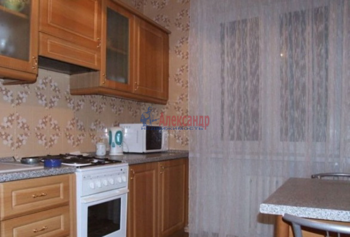 1-комнатная квартира (38м2) в аренду по адресу Подводника Кузьмина ул., 17— фото 2 из 3