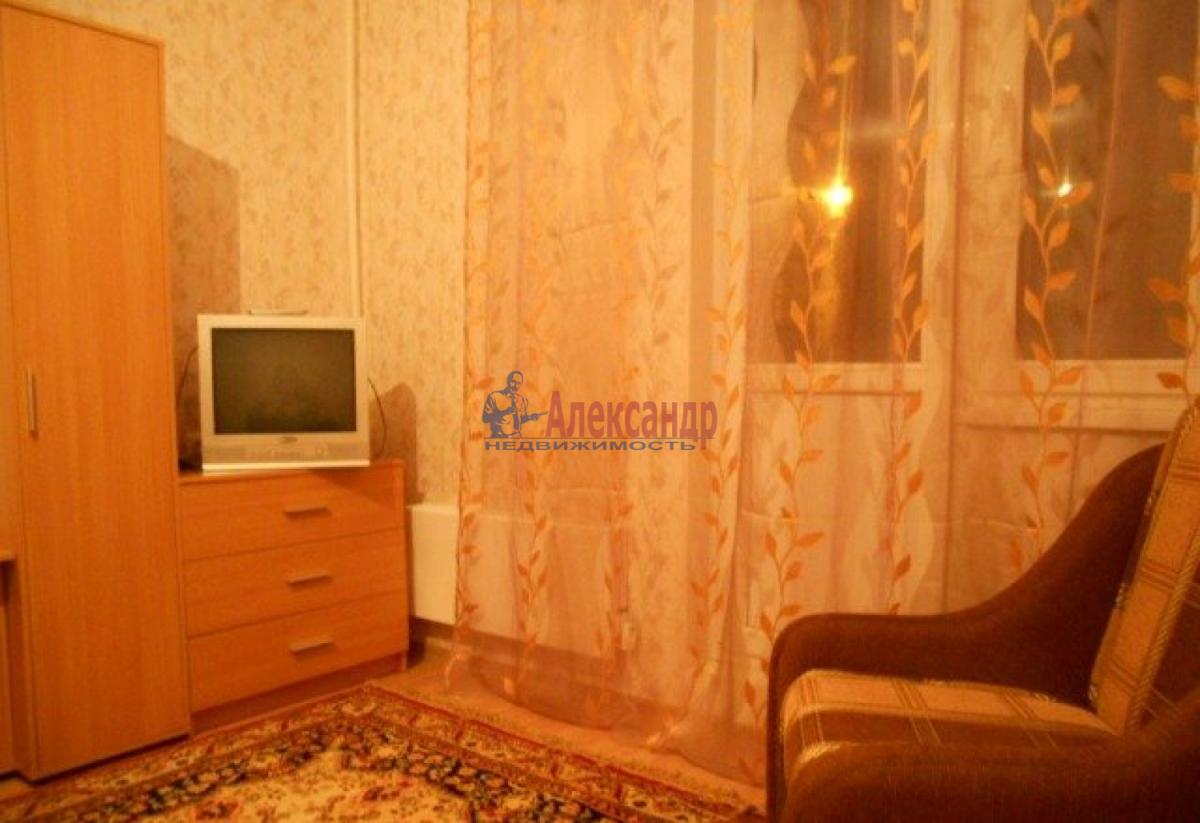 1-комнатная квартира (41м2) в аренду по адресу Пражская ул., 21— фото 2 из 8