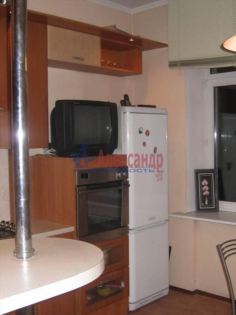 2-комнатная квартира (53м2) в аренду по адресу Типанова ул., 8— фото 4 из 8