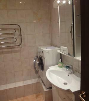 2-комнатная квартира (75м2) в аренду по адресу Беринга ул., 25— фото 3 из 3