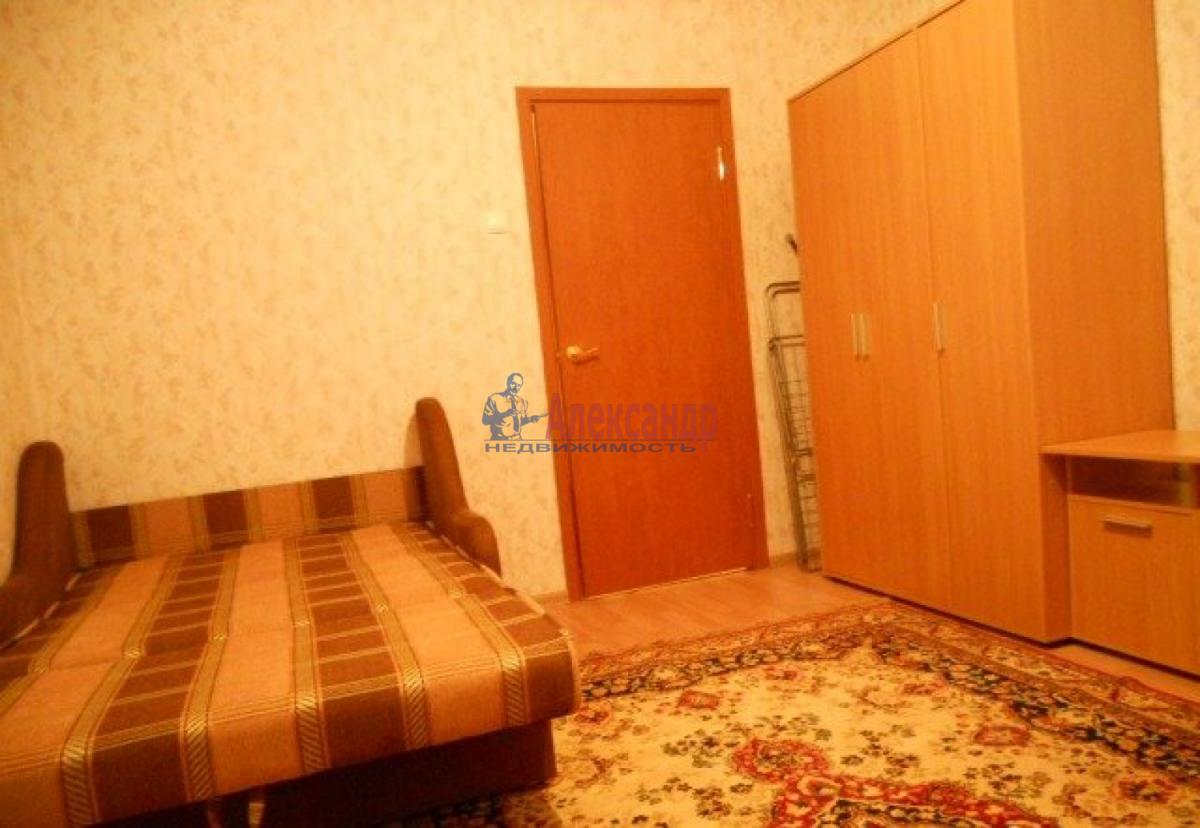 1-комнатная квартира (41м2) в аренду по адресу Пражская ул., 21— фото 3 из 8