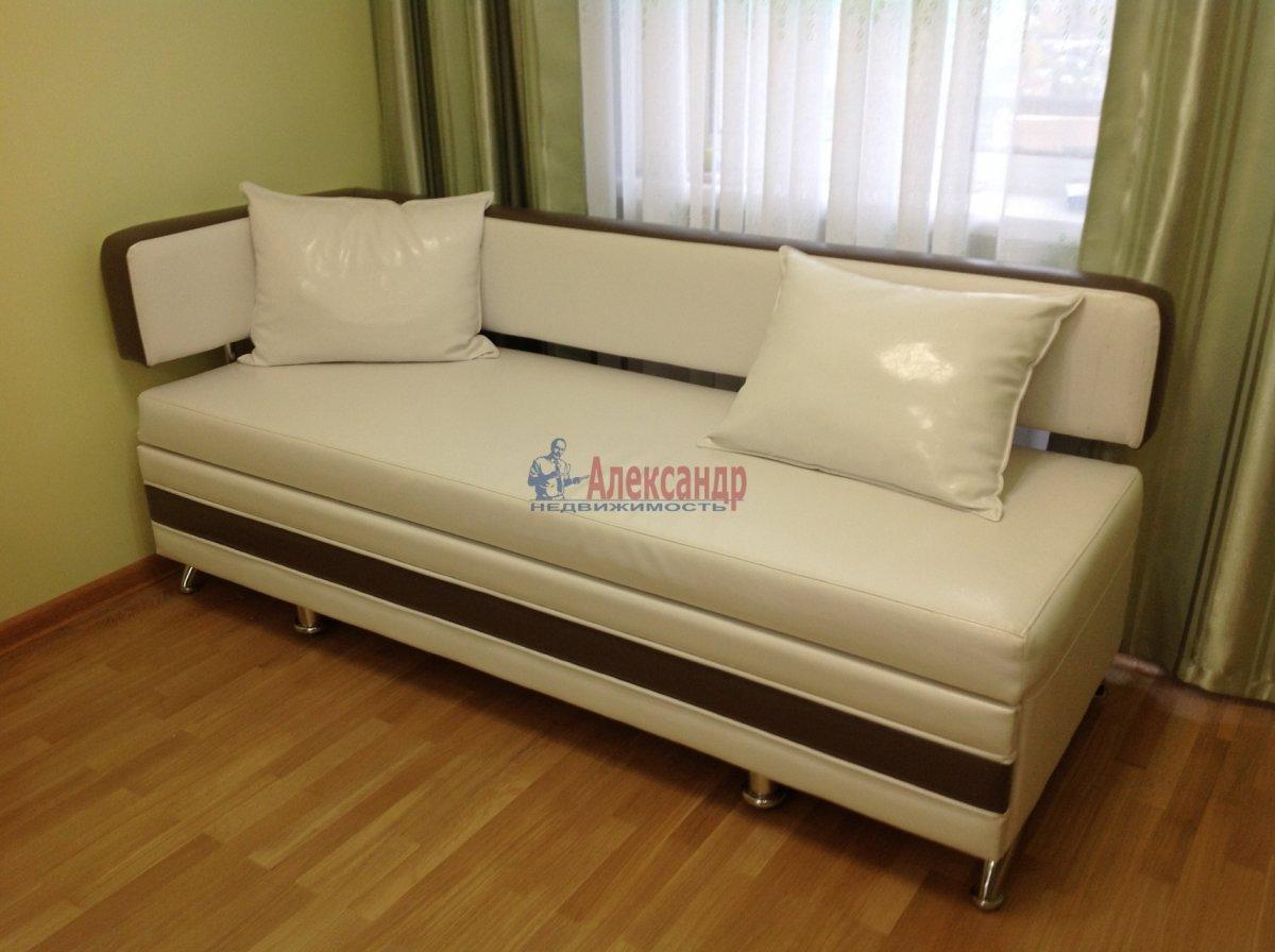 1-комнатная квартира (49м2) в аренду по адресу Мурино пос., Привокзальная пл., 3— фото 2 из 8
