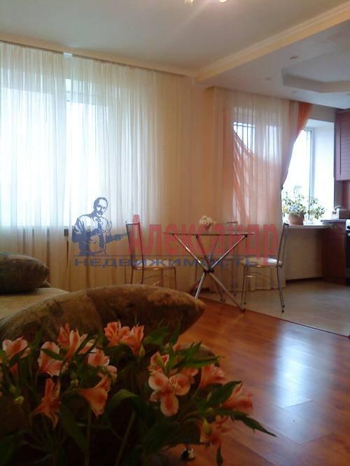 2-комнатная квартира (75м2) в аренду по адресу Стачек пр., 92— фото 4 из 5