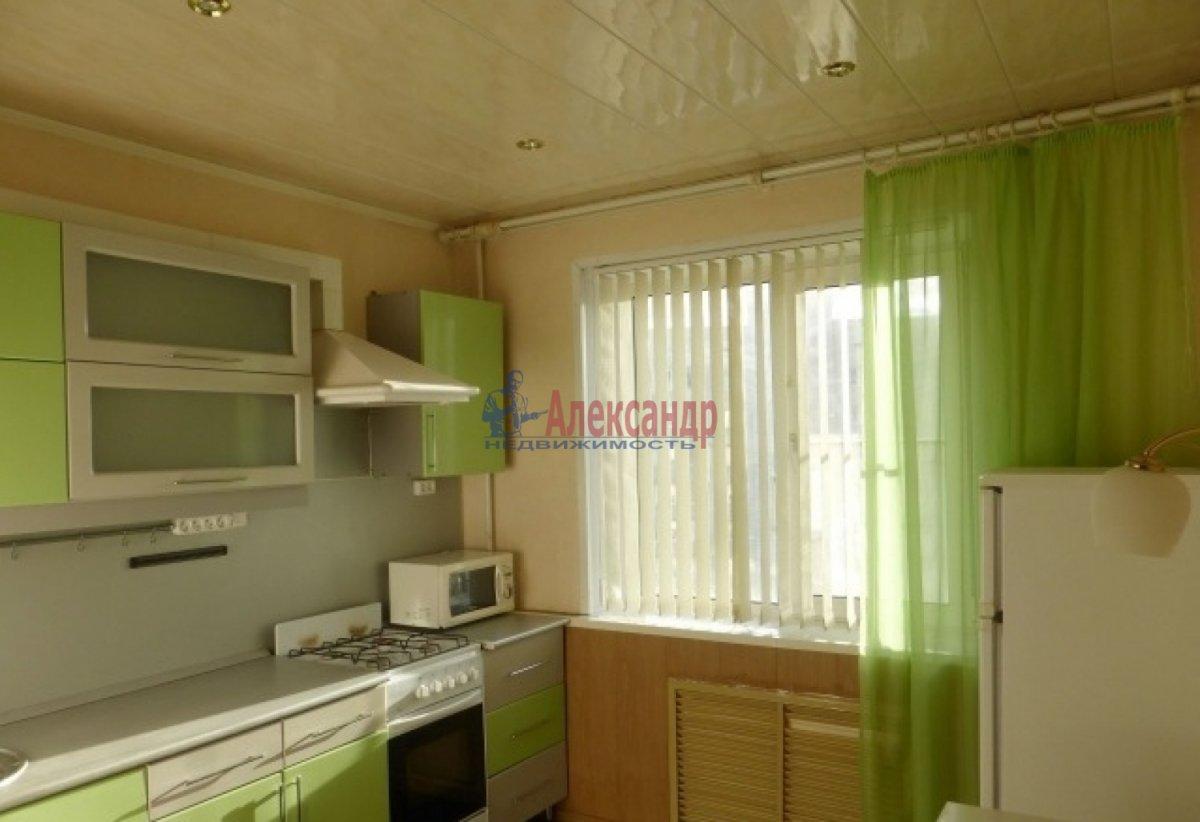 2-комнатная квартира (60м2) в аренду по адресу Оптиков ул., 34— фото 1 из 7